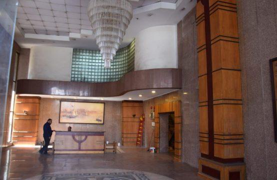 مقر اداري 275م لوكس للبيع في شارع النصر الرئيسي دور ارضي مرتفع